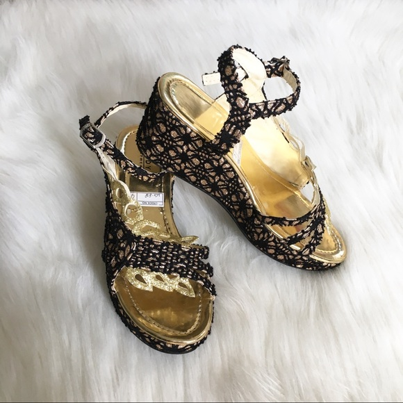1461e424fa09 Girls Fancy Black   Gold Glitter Wedge Sandals. M 5b1fc3f8a5d7c6a1a15026cb